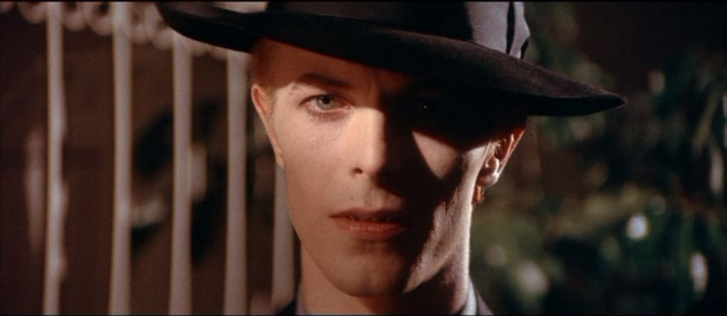 Foto: The man who fell to earth.  www.indiehoy.com