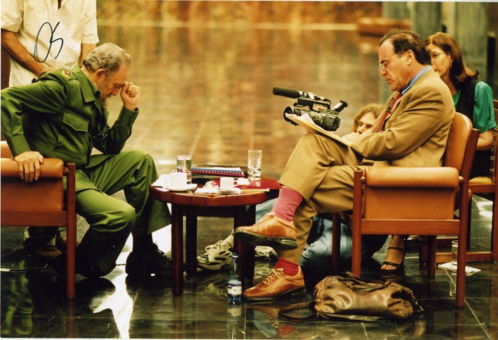 Oliver Stone y Fidel Castro en America Undercover (1986) America Undercover, © 2011 - Cinema Libre Studio IMDb